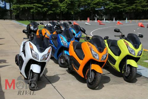 So găng Yamaha X-Max 300 và Honda Forza 300 - 5