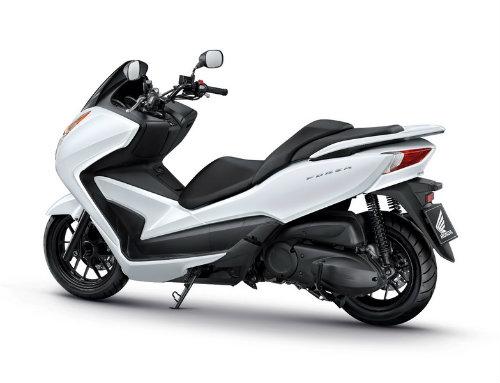 So găng Yamaha X-Max 300 và Honda Forza 300 - 9
