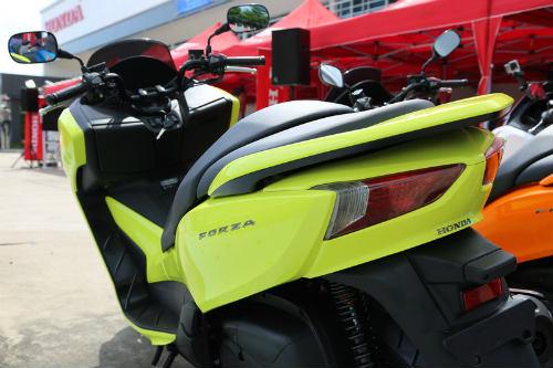 So găng Yamaha X-Max 300 và Honda Forza 300 - 13