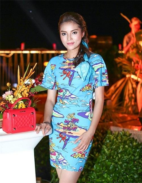 Váy áo xấu lạ của hoa - á hậu Việt khiến fan khó hiểu - 2