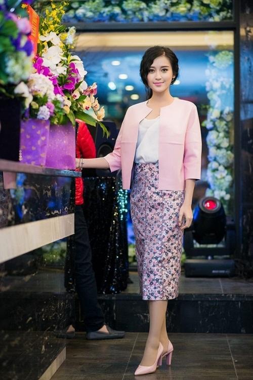 Váy áo xấu lạ của hoa - á hậu Việt khiến fan khó hiểu - 5