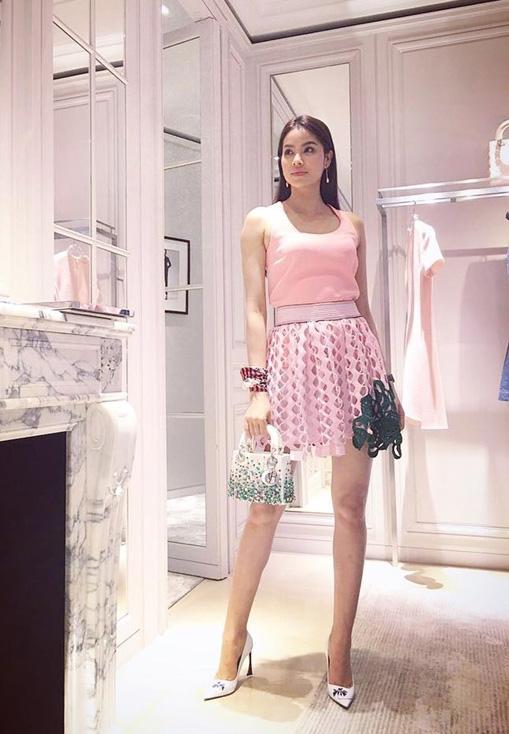 Váy áo xấu lạ của hoa - á hậu Việt khiến fan khó hiểu - 7