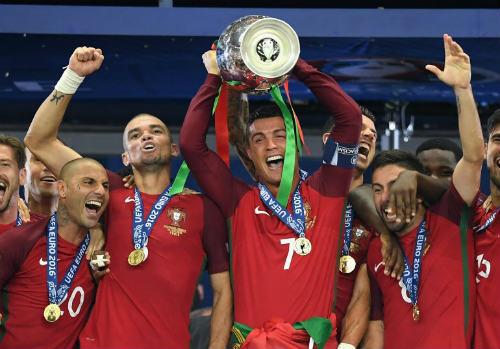 Đua QBV: Ronaldo, Messi không phải ứng viên số 1 - 3