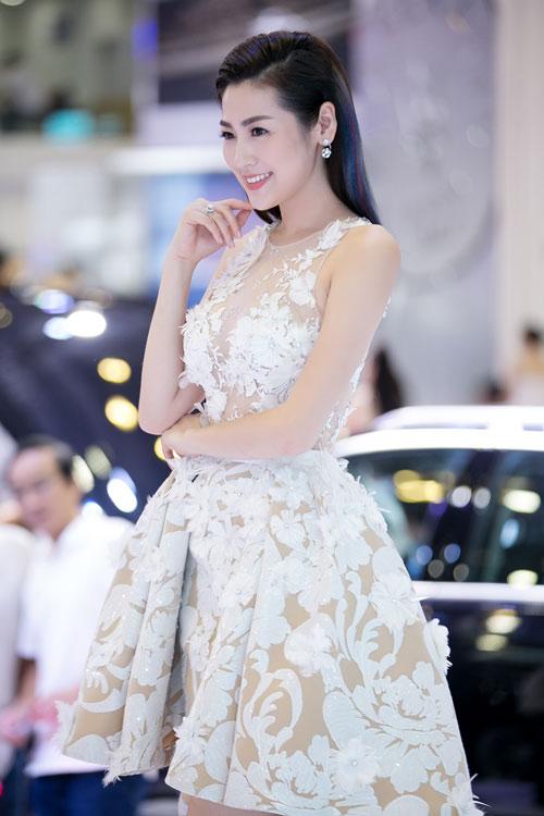 Á hậu Tú Anh lộng lẫy như thiên nga với váy trong suốt - 3