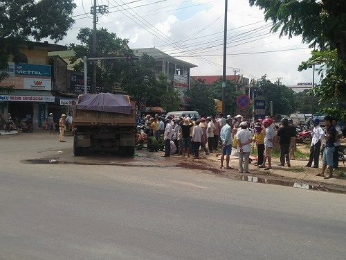 Người phụ nữ bán hàng rong chết thảm dưới gầm xe tải - 2