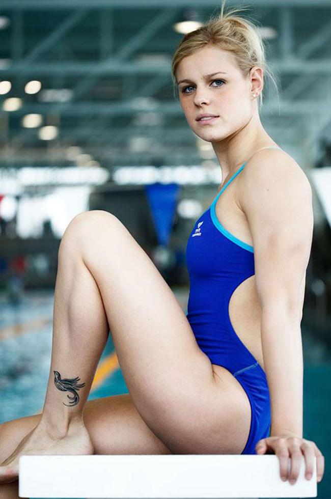 Cô đoạt HCV nội dung bơi tự do 50m, cùng HCĐ nội dung 4x100m.