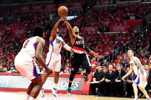 Bóng rổ nhà nghề Mỹ NBA: Mãn nhãn màn ném rổ - 2