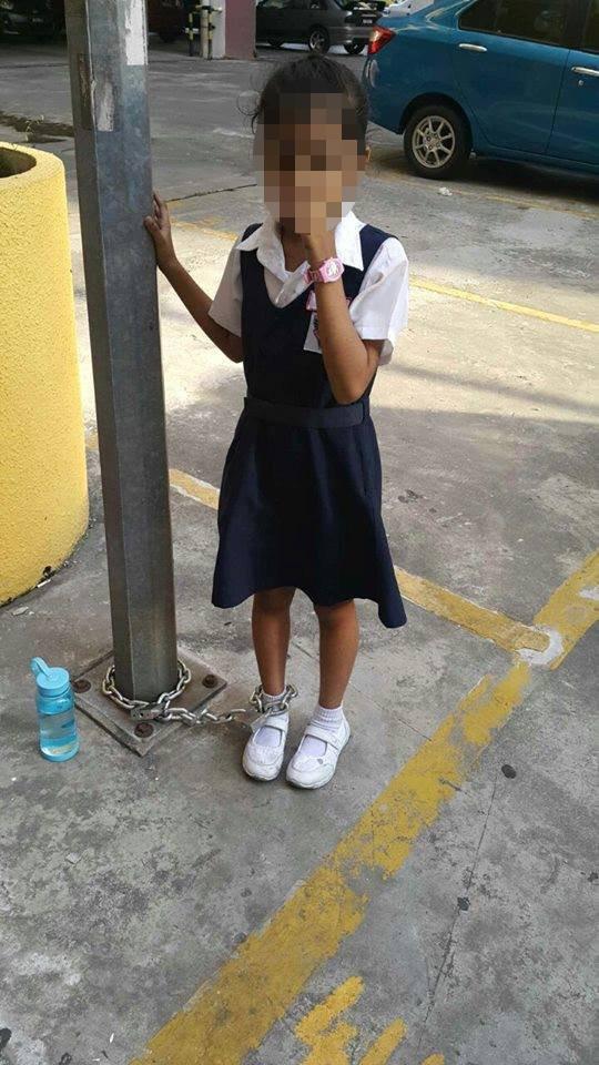 Bé gái Malaysia bị mẹ xích vào cột đèn vì bỏ học - 2