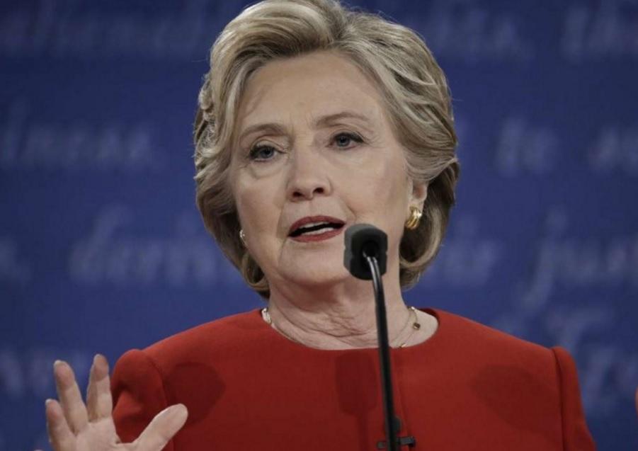 """Bà Clinton bị FBI """"sờ gáy"""" 11 ngày trước bầu cử - 1"""