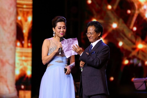 """MC Kỳ Duyên muốn làm vợ thứ 5 khiến Chế Linh """"đứng hình"""" trên sân khấu - 2"""