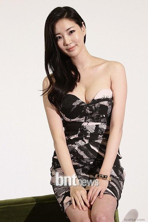 """Top 5 hoa hậu Hàn có """"trái cấm"""" đốt mắt nhất Hàn Quốc - 4"""