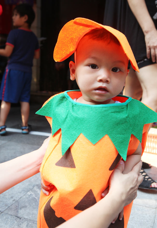 Đồ chơi ma quỷ ngập tràn phố cổ Hà Nội trước ngày Halloween - 10