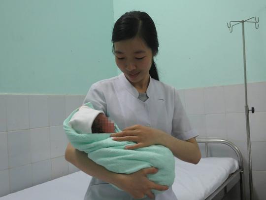 Đi khám vì tưởng đau bụng kinh, bất ngờ… sinh con - 1