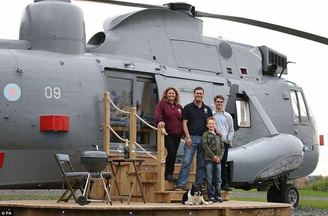 Anh: Mua trực thăng chiến đấu làm nhà ở cho 6 người - 1
