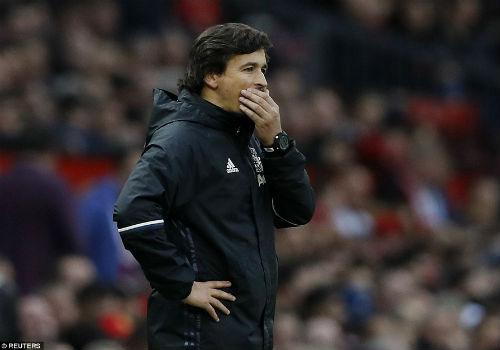 MU hòa bất lực, Mourinho bị truất quyền chỉ đạo - 4