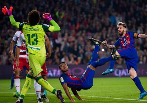 """Barcelona - Granada: """"Kép phụ"""" và siêu phẩm - 1"""