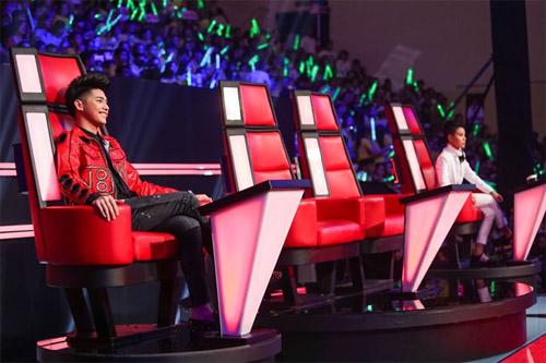 """Đông Nhi và bạn trai để trống ghế nóng khiến The Voice Kids """"náo loạn"""" - 1"""