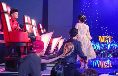 """Đông Nhi và bạn trai để trống ghế nóng khiến The Voice Kids """"náo loạn"""" - 3"""