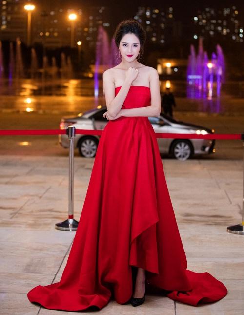 Kỳ Duyên khoe lưng trần, vai nõn sexy với gam đỏ rực - 8