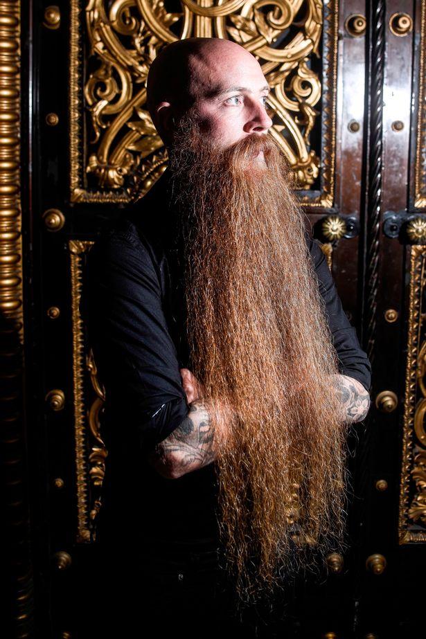 Gặp người đàn ông có bộ râu dài nhất nước Anh - 1