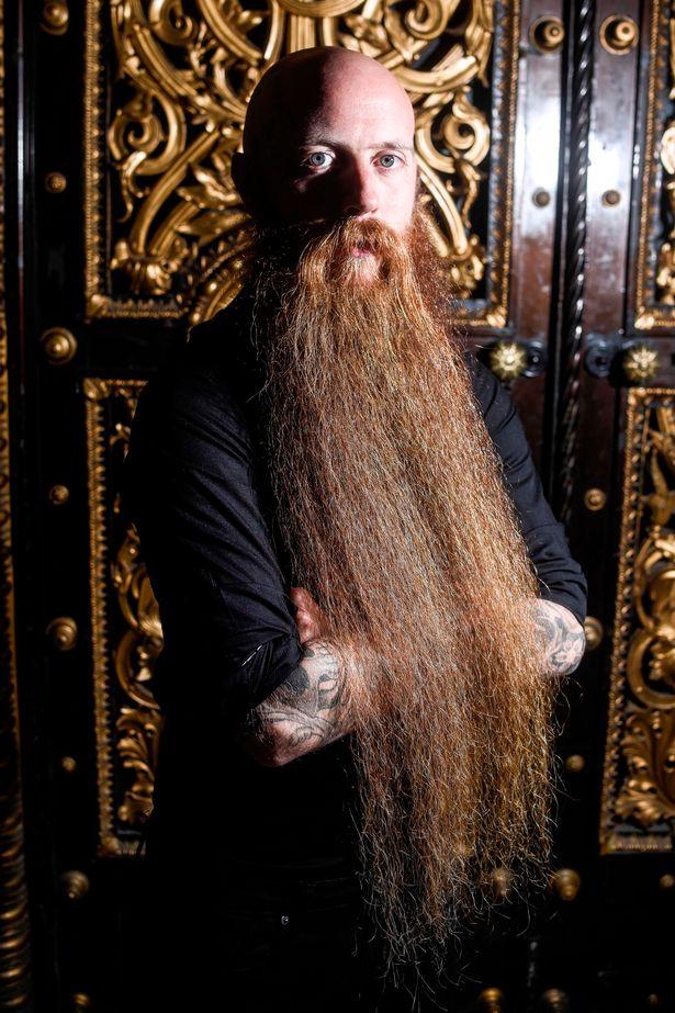 Gặp người đàn ông có bộ râu dài nhất nước Anh - 2