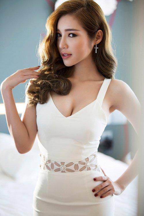 """Elly Trần đẹp khiêu khích, soán ngôi """"nữ thần"""" vòng 1 - 13"""