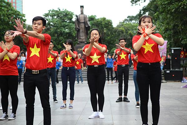 Hàng trăm bạn trẻ Hà Nội cùng nhau nhảy vì sự Tử tế - 3