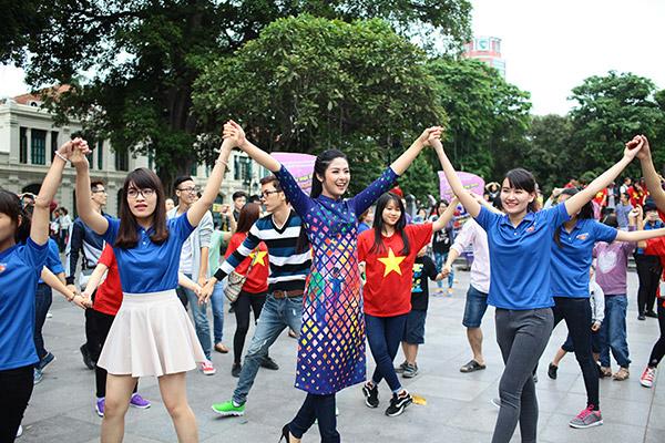 Hàng trăm bạn trẻ Hà Nội cùng nhau nhảy vì sự Tử tế - 2