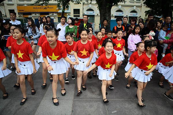 Hàng trăm bạn trẻ Hà Nội cùng nhau nhảy vì sự Tử tế - 9
