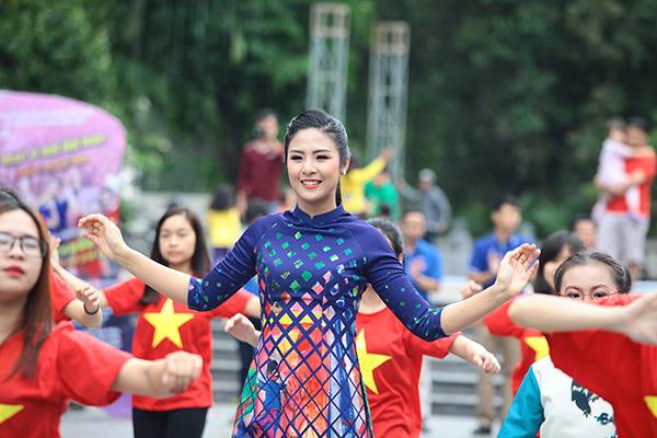 Hàng trăm bạn trẻ Hà Nội cùng nhau nhảy vì sự Tử tế - 7