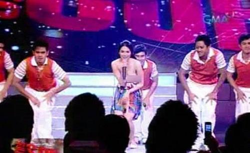 Sốc vì mỹ nữ đẹp nhất Philippines lộ trọn ngực trong show cho thiếu nhi - 1