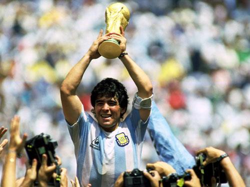 Mừng sinh nhật Maradona 56 tuổi: Vĩ nhân sân cỏ - 2