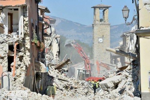 Động đất mạnh rung chuyển Italia, hàng loạt nhà đổ sập - 2