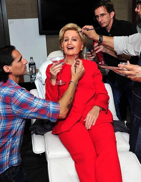 Nghệ sĩ nào hóa thân Hillary Clinton trong lễ hội ma quỷ? - 1