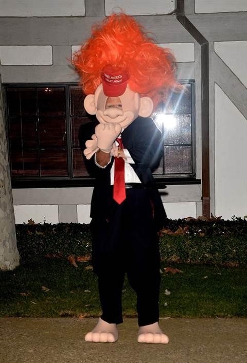 Nghệ sĩ nào hóa thân Hillary Clinton trong lễ hội ma quỷ? - 2