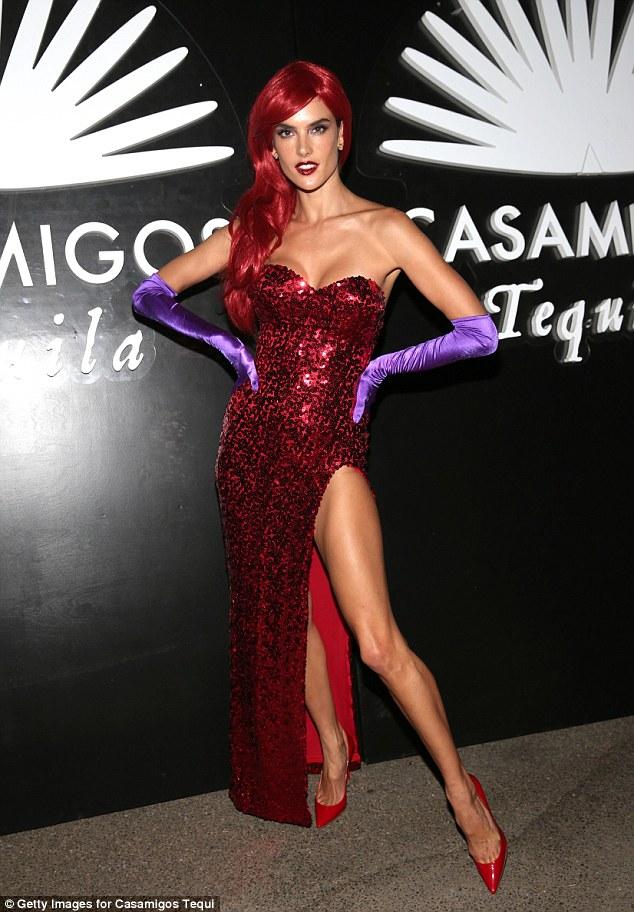 Sao Hollywood với những màn hóa thân ma nữ siêu sexy - 5