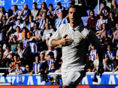 """Messi nhỏ bé bên cạnh """"vua penalty"""" Ronaldo - 1"""