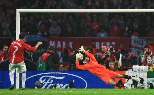 """Messi nhỏ bé bên cạnh """"vua penalty"""" Ronaldo - 2"""