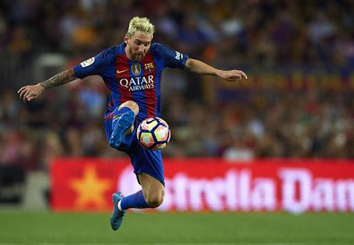 """""""Tới Anh, Messi vẫn rê bóng qua 3 cầu thủ rồi ghi bàn"""" - 1"""
