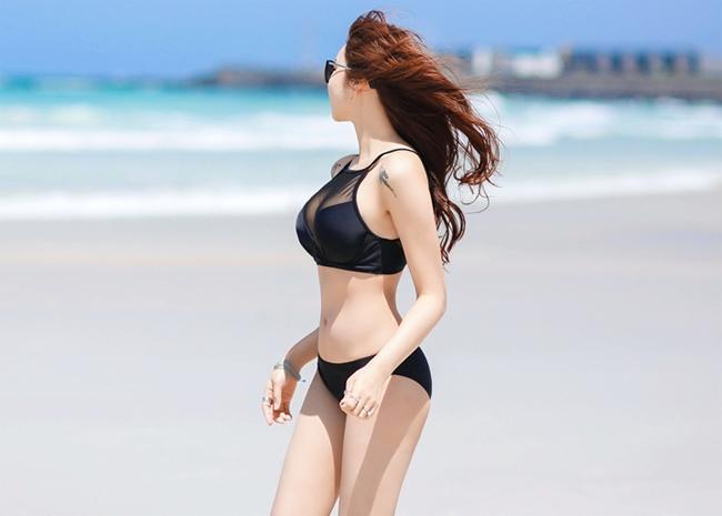 Thân hình đồng hồ cát của Jo Min Young khiến nhiều người phải ghen tị. Cô có vòng 1 cùng vòng 3 rất nở nang trong khi vòng 2 thắt nhỏ quyến rũ.