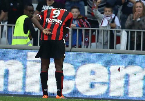 Balotelli ghi bàn đẹp mắt, cúi đầu cảm ơn fan hâm mộ - 5
