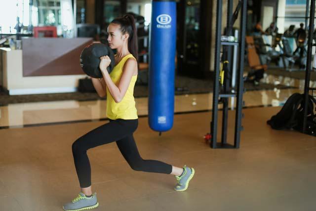 Ngắm Quán quân Next Top Ngọc Châu gợi cảm tập gym - 4