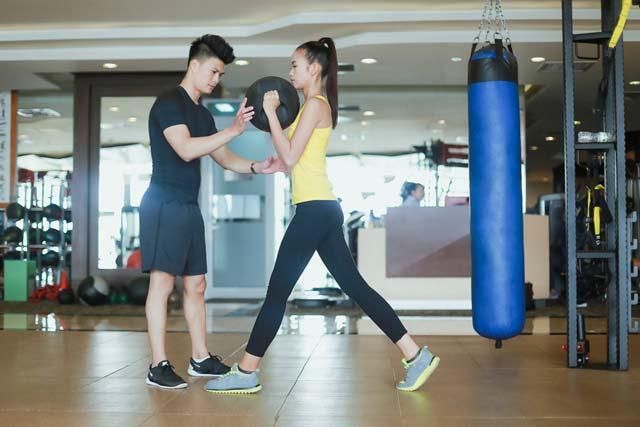 Ngắm Quán quân Next Top Ngọc Châu gợi cảm tập gym - 3