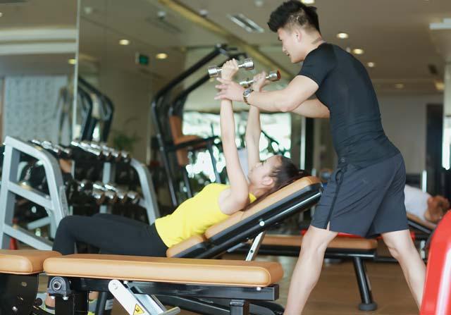 Ngắm Quán quân Next Top Ngọc Châu gợi cảm tập gym - 7