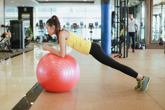 Ngắm Quán quân Next Top Ngọc Châu gợi cảm tập gym - 5