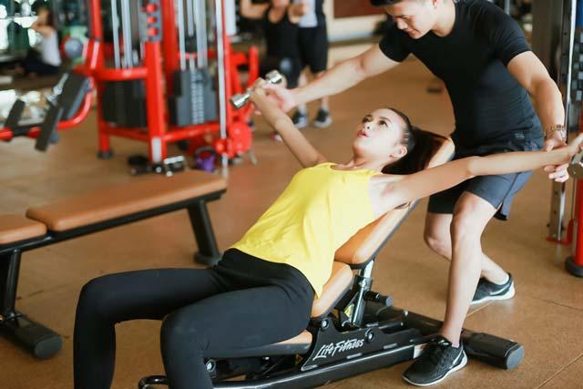 Ngắm Quán quân Next Top Ngọc Châu gợi cảm tập gym - 9