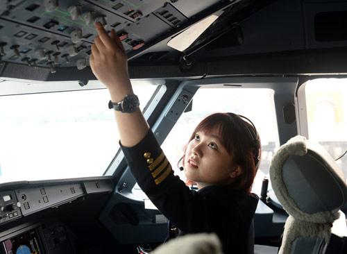 Cô gái Sài thành trở thành nữ phi công trẻ tuổi nhất VN - 3