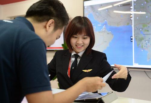 Cô gái Sài thành trở thành nữ phi công trẻ tuổi nhất VN - 4