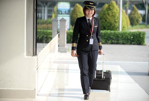 Cô gái Sài thành trở thành nữ phi công trẻ tuổi nhất VN - 5