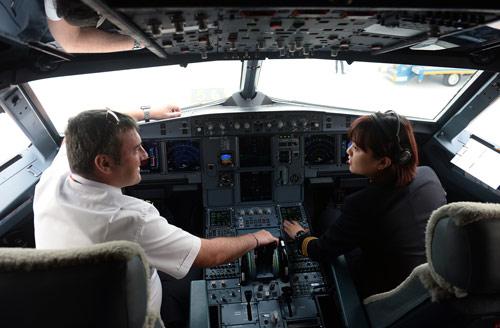Cô gái Sài thành trở thành nữ phi công trẻ tuổi nhất VN - 6